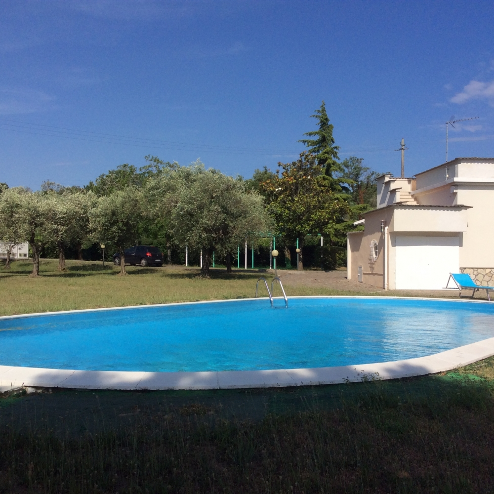 C04 manerba del garda villa fronte lago con piscina cindy immobiliare lago di garda - Hotel manerba del garda con piscina ...